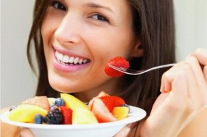 Woman+eating+fruit